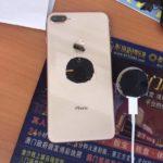 【どうしてこうなった】発売前のiPhone 8 Plusのバックパネルを割ったツワモノが登場