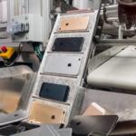 Apple、iPhoneのリサイクルを行う新型ロボット「Daisy」を披露